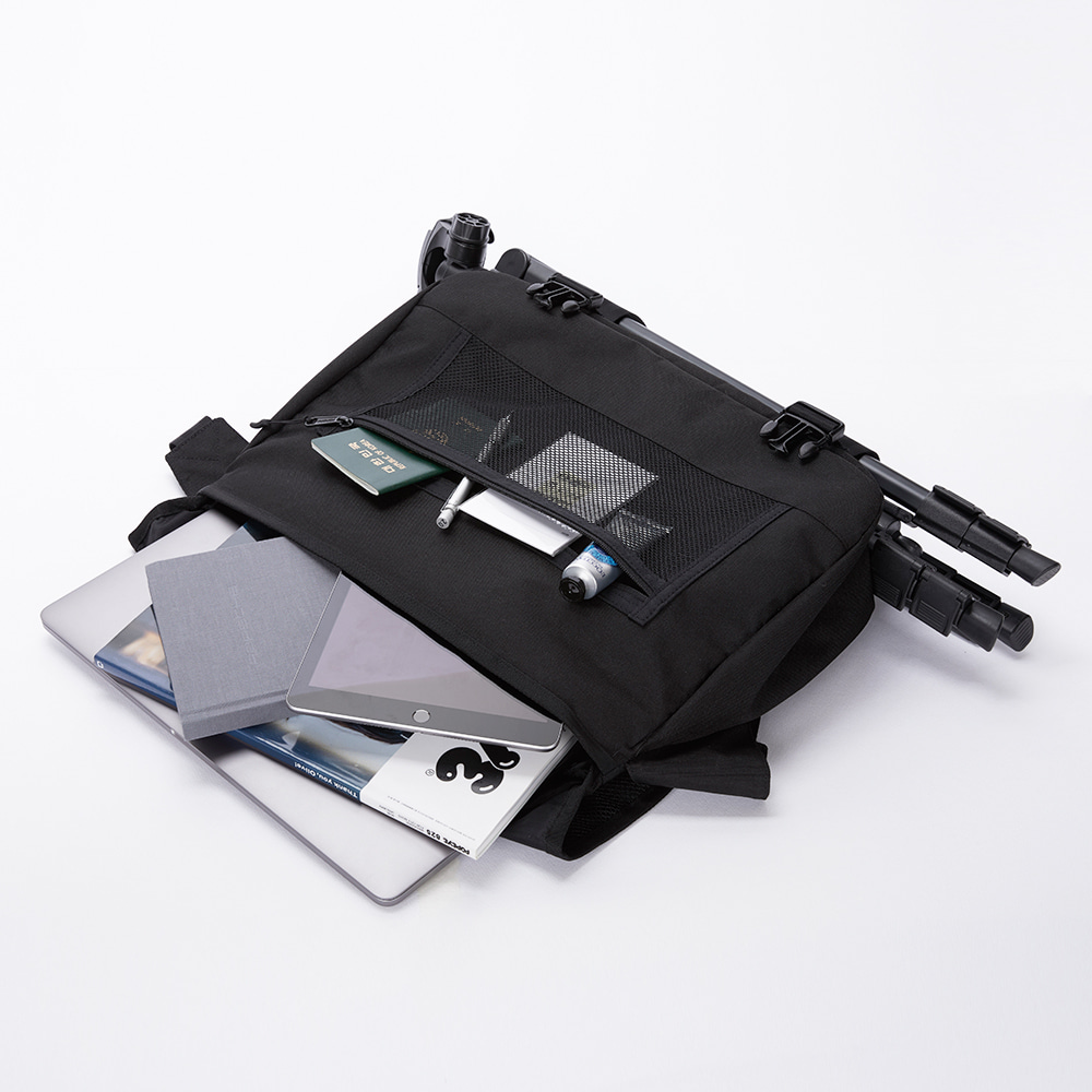 WIDE VISION MESSENGER BAG / BLACK